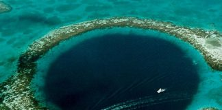 Belize boat ongreat blue hole