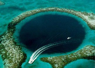 Belize boat ongreat blue hole
